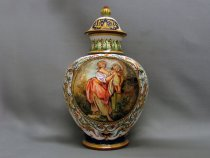 Raphaelesque vase with scene - Front view