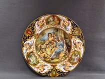 Faenza ceramic plate decorated by hand with the Raphaelesque style