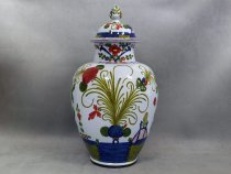 Carnation vase with lid, Faenza majolica