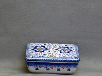 the majolica box closed with the lid