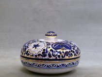Majolica jewelery box finely decorated in Melograno (Pomegranate) style, Ceramics of Faenza