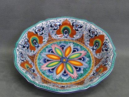 Centerpiece with geometric flower in the center, Faenza Pottery