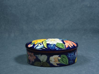 side view of the box decorated with flowers, artistic ceramics La Vecchia Faenza