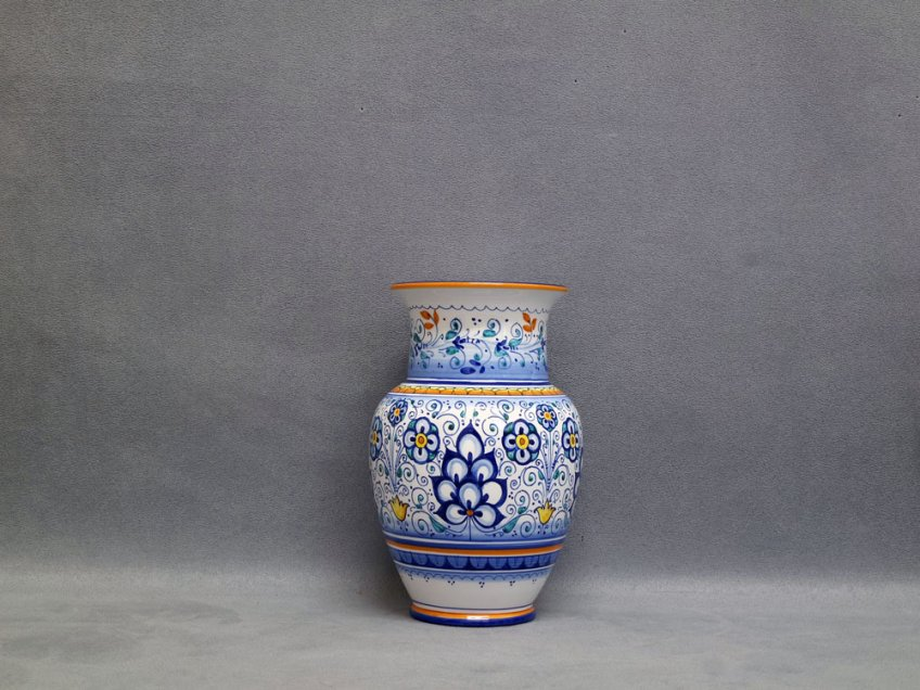 Vase decorated with the Persian Palmette motif