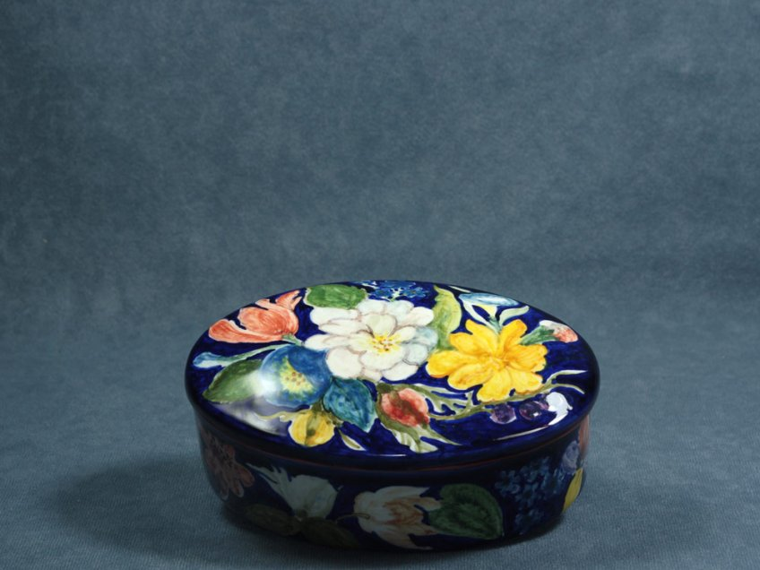 Artistic oval ceramic box from Faenza decorated with Flemish flowers